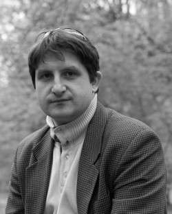 W 2004 roku ukończył z wyróżnieniem Akademię Muzyczną im. Fryderyka Chopina w Warszawie w klasie Kazimierza Michalika. Obecnie jest wiolonczelistą orkiestry ... - wojciech_slawinski